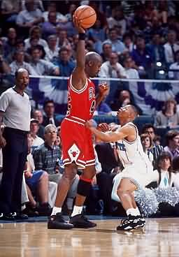 Mugsy Bogues guarding Michael Jordan